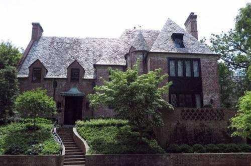 Обама купил в Вашингтоне дом за восемь миллионов долларов