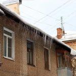 Ледовое побоище. Почему одни столичные дома всосульках, адругие нет?