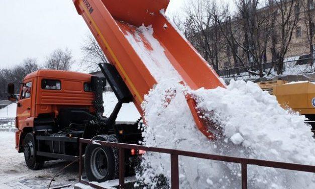 Побороть зимнюю напасть. Как в Москве справляются со снегом и льдом?